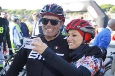 Al Giro gli ex pro' raccolgono fondi per il Gaslini